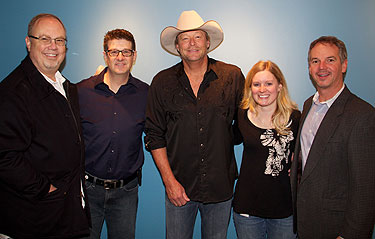 Alan Jackson with WUSN/Chicago's Jeff Kapugi and Marci Braun, as well as UMG Nashville's Mike Dungan and Steve Hodges.