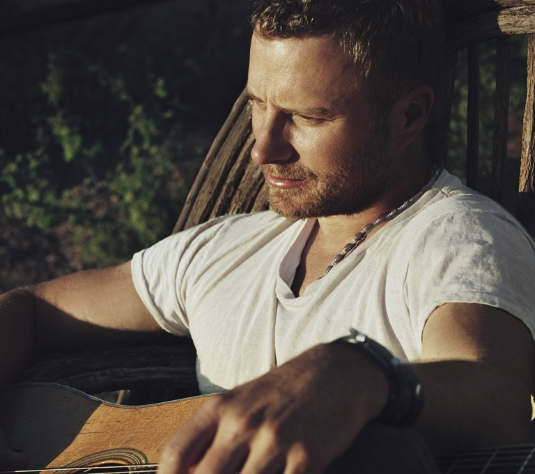DIERKS BENTLEY PREMIERES THE VIDEO FOR 'RISER.'