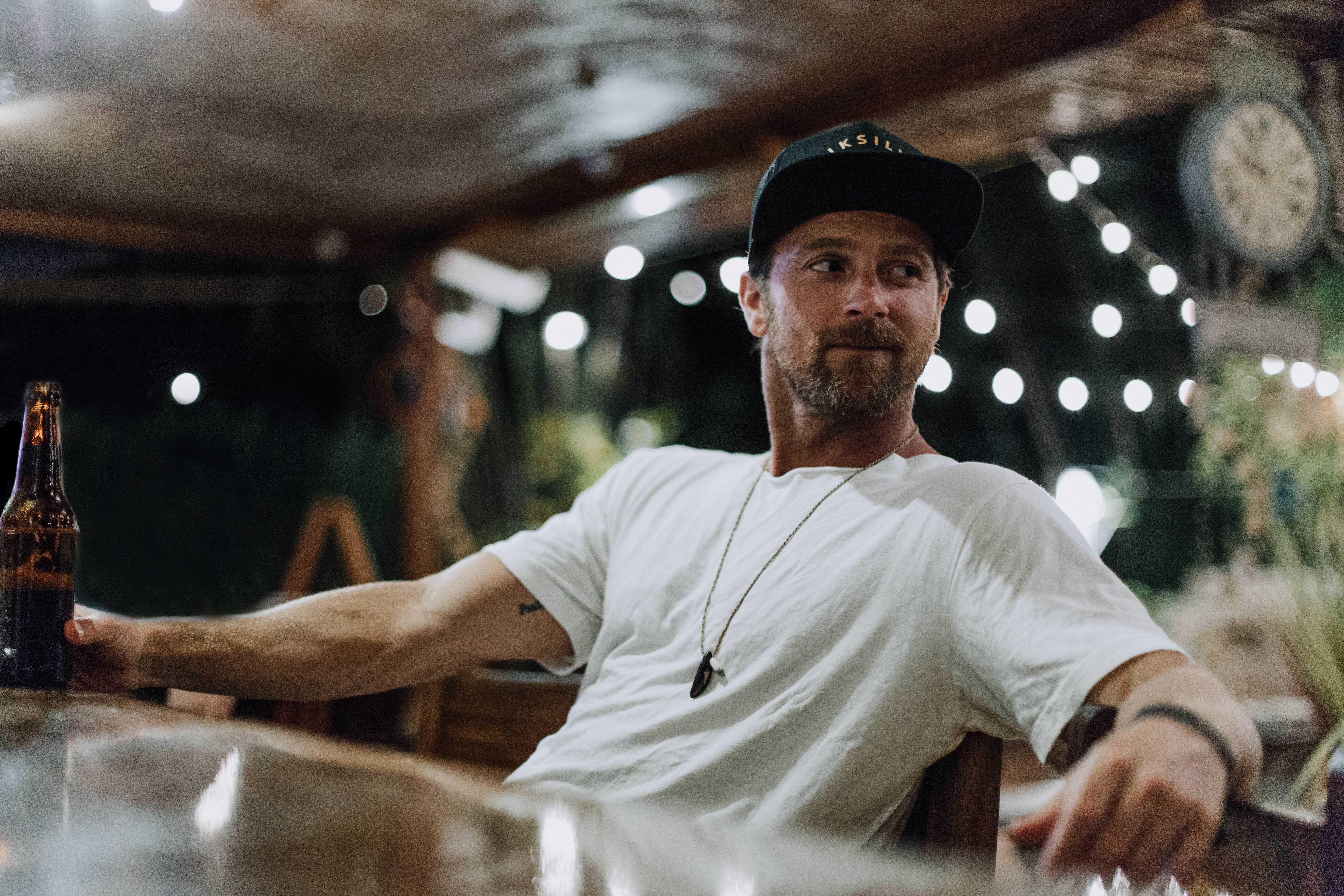 KIP MOORE REVEALS THE COVER FOR HIS UPCOMING THIRD ALBUM, SLOWHEART.