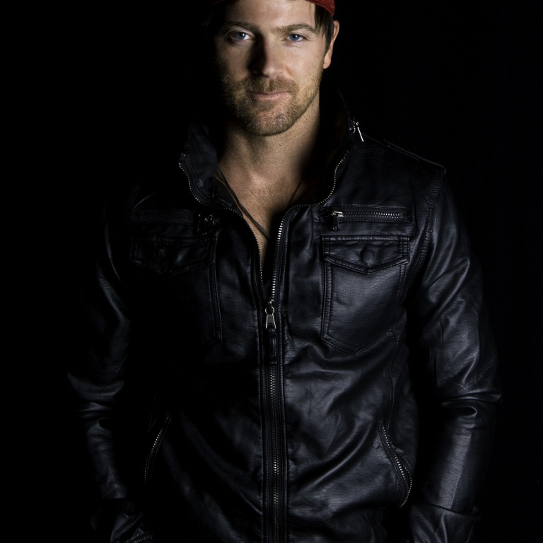 KIP MOORE TAKES FANS BACKSTAGE AT THE RYMAN.