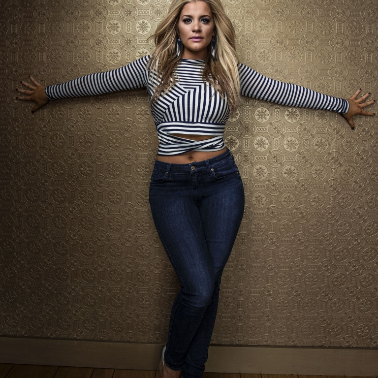LAUREN ALAINA EARNS HER FIRST TOP FIVE SINGLE WITH 'ROAD LESS TRAVELED.'