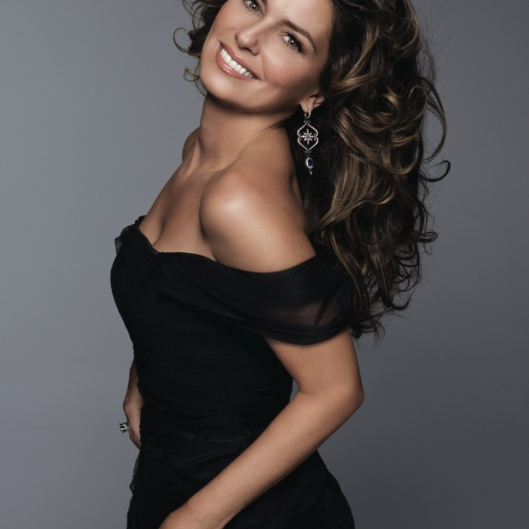 SHANIA TWAIN WILL RECEIVE THE 2016 WOMEN IN MUSIC 'ICON' AWARD FROM BILLBOARD THIS YEAR.