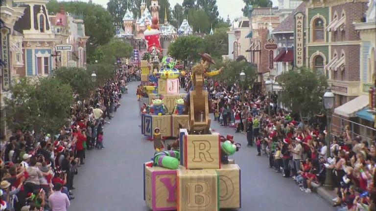 Darius on ABC's 2010 Christmas Day Parade