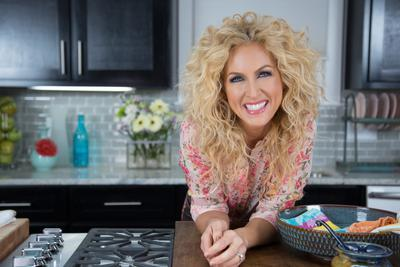 LITTLE BIG TOWN'S KIMBERLY SCHLAPMAN HOSTS NEW COOKING SHOW ON GAC!