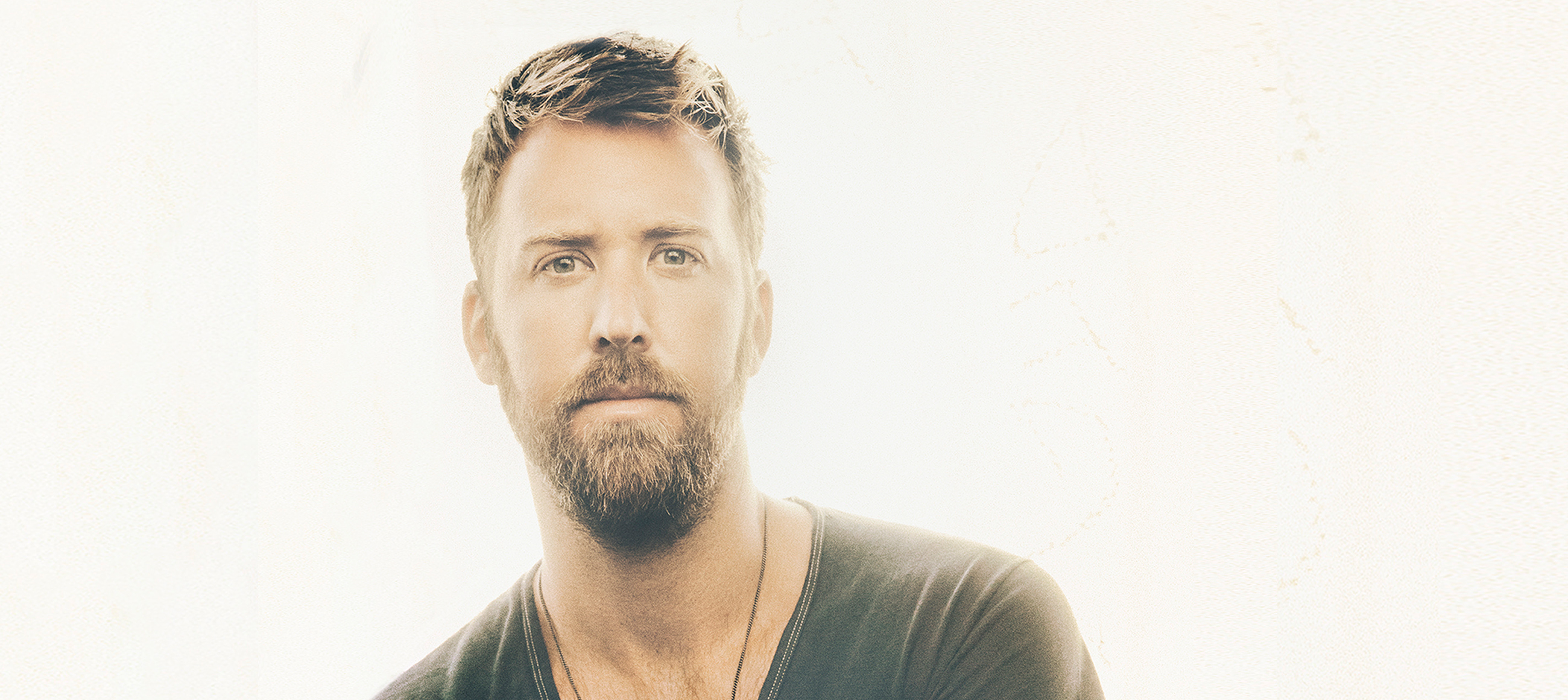 LADY ANTEBELLUM'S CHARLES KELLEY SWINGS INTO ACTION ON THE COURSE TO COMPETE WITH HIS BROTHER.
