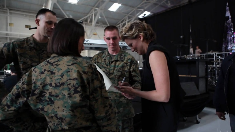 """Sugarland TV: Behind the scenes at """"VH1 Divas: Salute the Troops"""" rehearsals"""