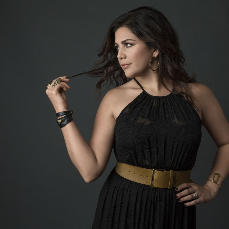 HILLARY SCOTT'S FASHION LINE INSTANTLY SELLS OUT WITH HSN.