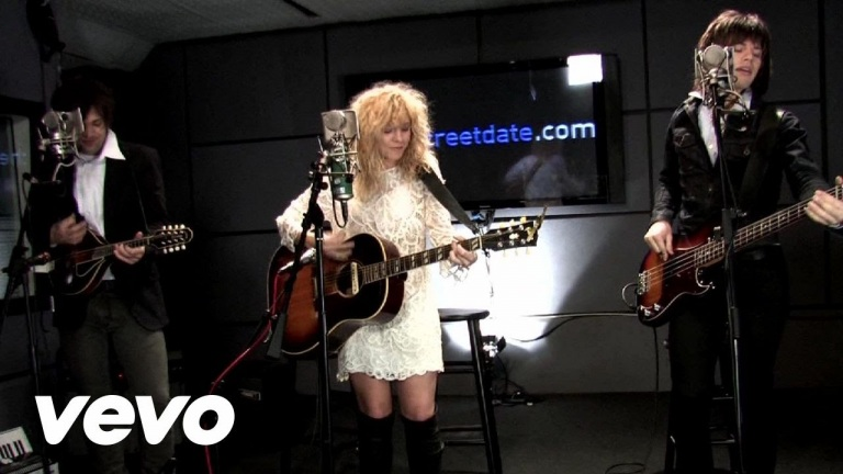 The Band Perry – Hip To My Heart (Live From CBS/2010)