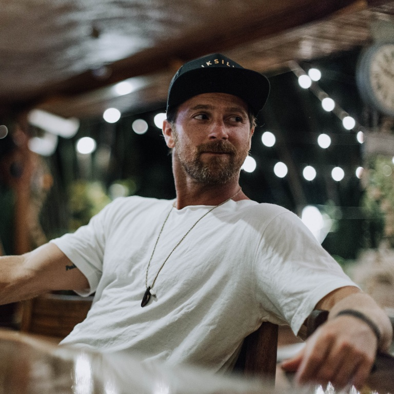 KIP MOORE PREMIERES THE LYRIC VIDEO FOR HIS NEW SINGLE, 'MORE GIRLS LIKE YOU.'