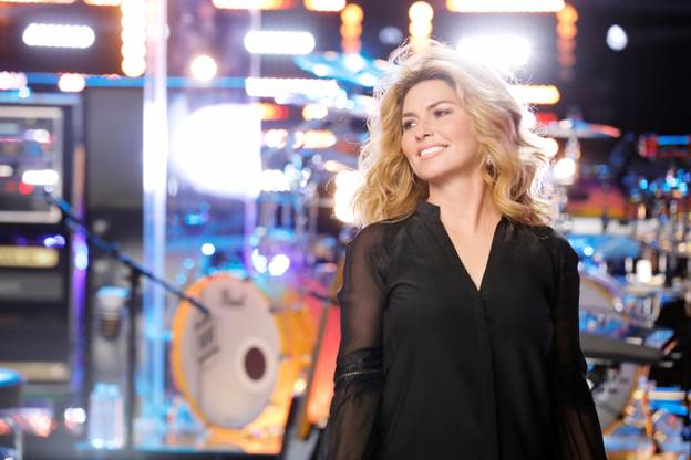 SHANIA TWAIN OPENS EXHIBIT AT THE COUNTRY MUSIC HALL OF FAME.