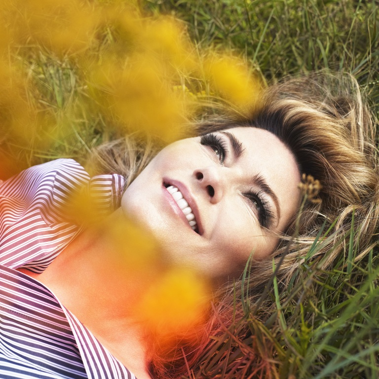 SHANIA TWAIN'S 'NOW' ALBUM DEBUTS AT NO. 1 ON BILLBOARD.