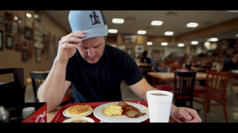 Easton Corbin – Easton Eats – Meat & Three (Arnold's)