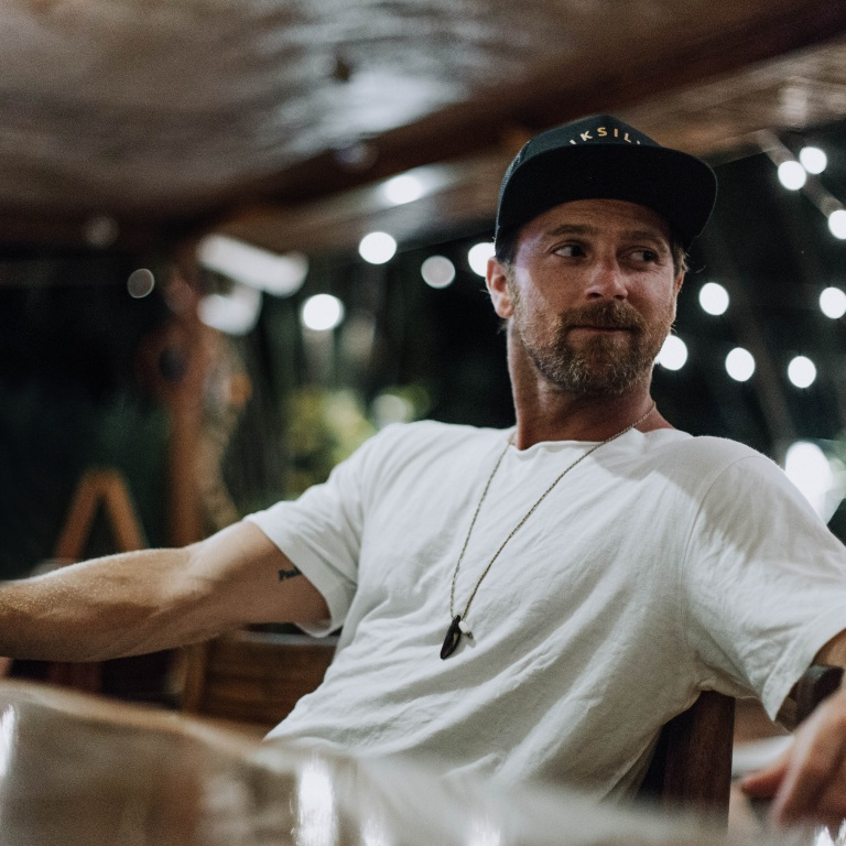 KIP MOORE PREMIERES THE VIDEO FOR 'LAST SHOT.'