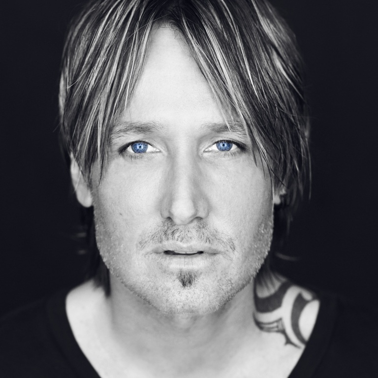 KEITH URBAN RECEIVES THE CHAMPION AWARD AT LAST NIGHT'S BMI AWARDS.