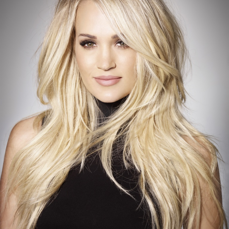 CARRIE UNDERWOOD WINS FEMALE VOCALIST OF THE YEAR.