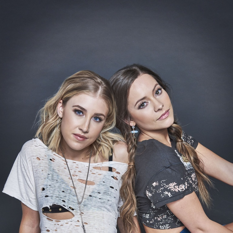 MADDIE & TAE REVEAL THEIR FAVORITE FAIR AND FESTIVAL FOODS.