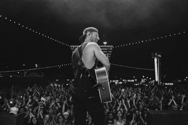 KIP MOORE ENAMORS SOLD-OUT CROWDS AS HE HITS THE ROAD FOR SECOND LEG OF HEADLINING  ROOM TO SPARE: ACOUSTIC TOUR.