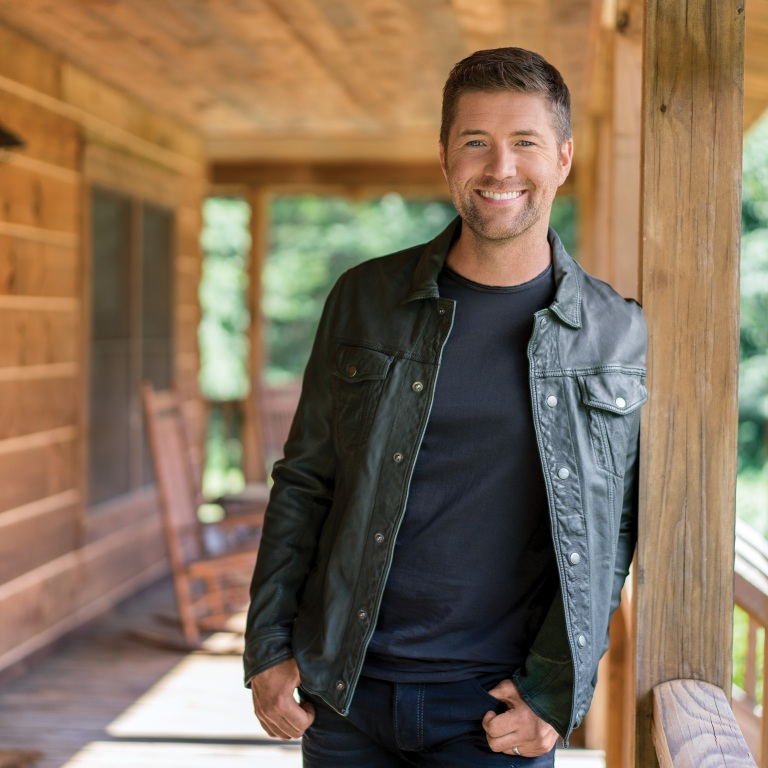 JOSH TURNER'S 'I SERVE A SAVIOR' IS AVAILABLE NOW.